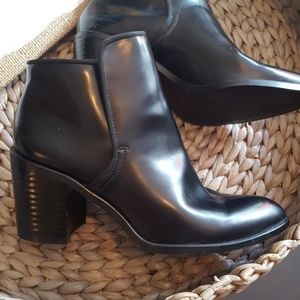 Zara collection Pointed toe leather booties